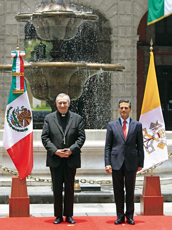 Pietro Parolin y el presidente Peña Nieto.