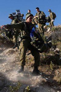 Soldados israelíes durante la búsqueda de los tres desaparecidos.
