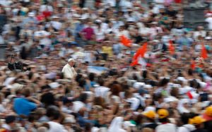 Bergoglio llegando a la audiencia general, ayer en la Plaza de San Pedro.