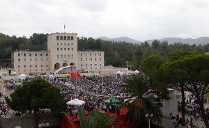 La lluvia no impidió que miles de fieles se congregaran.