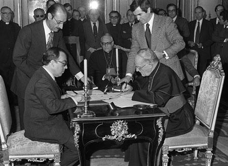 Oreja y Dadaglio ratifican la firma de los Acuerdos en el Palacio de Viana.