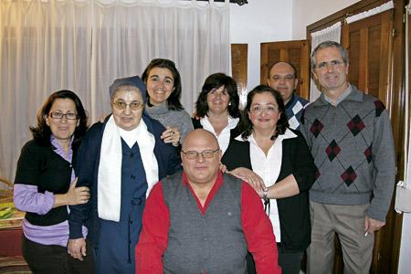 Grupos de Jesús personas reunidas en la iniciativa de José Antonio Pagola procesos de renovación de la fe