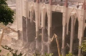 Demolición de un santuario protestante en Wenzhou el pasado abril. Fuente: UCA.