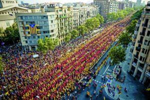 Hundreds of thousands form a giant V on the 'Diada'