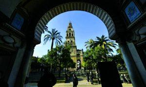 LA CONTROVERTIDA TITULARIDAD DE LA MEZQUITA-CATEDRAL DE CÓRDOBA