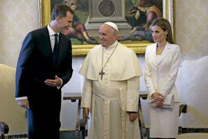 reyes de España Felipe VI y Letizia con el papa Francisco junio 2014