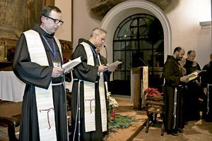 Juan Carlos Moya, provincial de España de los franciscanos menores, y Michael A. Perry, ministro general de los franciscanos enero 2015