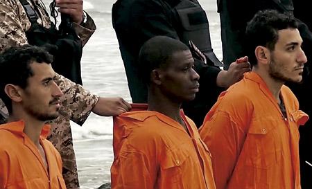 captura del vídeo donde el Estado Islámico ejecuta a 21 cristianos coptos en Libia febrero 2015