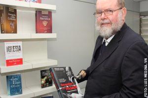 Michael Lapsley, sacerdote anglicano, autor de Reconciliarse con el pasado (San Pablo)