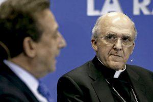 Carlos Osoro y Alfonso Ussía durante el encuentro en La Razón