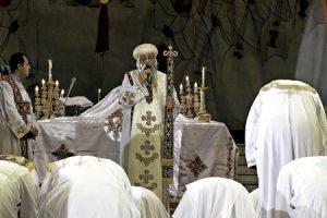 Tawadros, patriarca copto ortodoxo, reza por los 21 coptos asesinados en Libia a manos del Estado Islámico febrero 2015