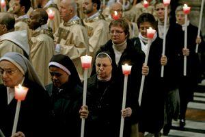 religiosos y religiosas en la celebración de la Jornada de la Vida Consagrada en el Vaticano 2 febrero 2015