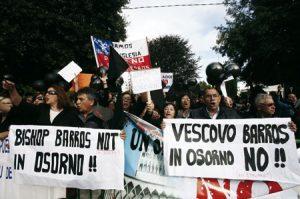 protestas en la diócesis de Osorno en Chile contra el nuevo obispo designado Juan Barros