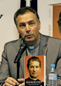 Ángel Fernández Artime, rector mayor salesiano, presenta un libro homenaje a Don Bosco abril 2015