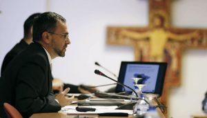 Fernando Giménez Barriocanal, Vicesecretario para Asuntos Económicos de la CEE, presenta los datos de la Renta, 8 abril 2015