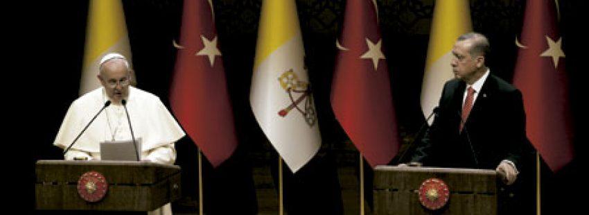 papa Francisco y Recep Tayyip Erdogan, presidente de Turquía, en el viaje de Francisco a Turquía noviembre 2014
