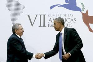 Raúl Castro y Barack Obama se encuentran en la Cumbre de las Américas, Panamá, abril 2015