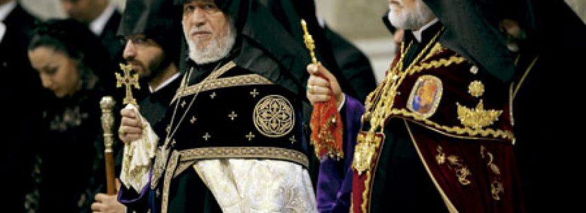líderes religiosos de Armenia en la misa celebrada en el Vaticano en el centenario del genocidio armenio