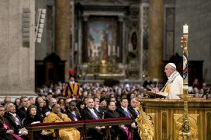 papa Francisco entrega bula por la que convoca el Año Santo Extraordinario de la Misericordia 11 abril 2015