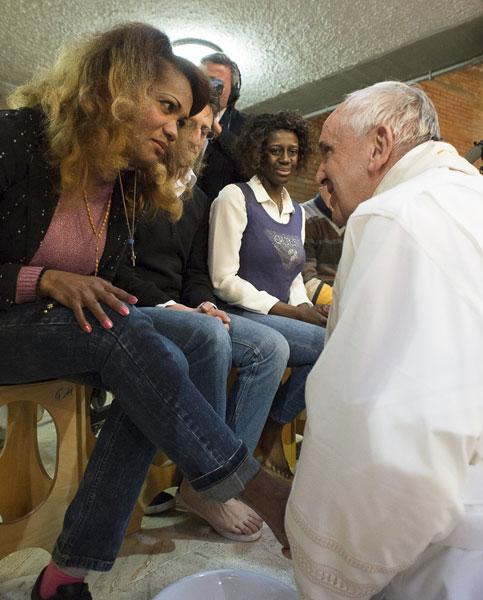 Jueves Santo 2015 papa Francisco en el Complejo Penitenciario de Rebibbia lavatorio de pies