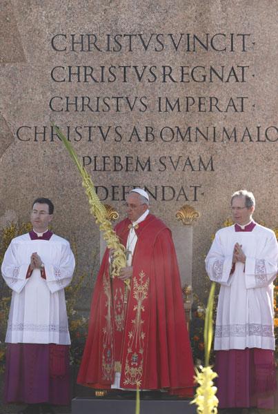 Domingo de Ramos 2015 papa Francisco con la palma