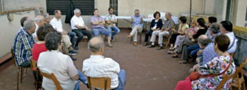 reunión por el proyecto de pisos sociales en el edificio del Seminario de Lleida cedido por el obispo Joan Piris, terminados en 2015