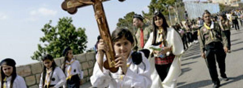 procesión de cristianos palestinos hacia el Monte de los Olivos en Jerusalén