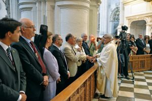 El arzobispo de Granada durante una reciente celebración en la catedral