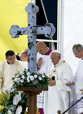 papa Francisco en Sarajevo 6 junio 2015 preside la misa en el estadio Kosevo