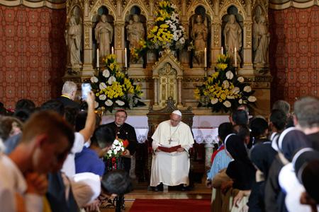 papa Francisco en la catedral católica de Sarajevo viaje 6 junio 2015