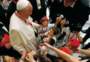 El papa Francisco con niños