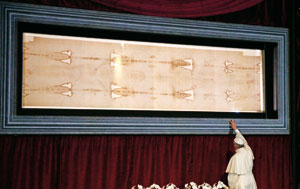 El papa Francisco con la Sábana Santa en Turín