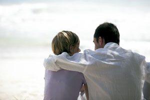 pareja hombre y mujer de espaldas