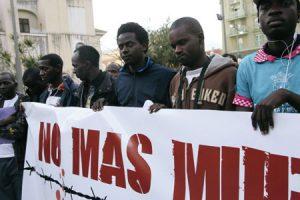 Foto de archivo de protestas contra el maltrato en la frontera
