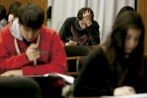 alumnos estudiantes en el aula colegio escuela