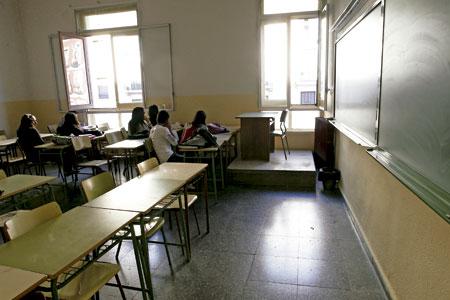 alumnos estudiantes jóvenes en un aula en la escuela