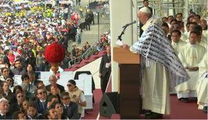 Francisco durante la misa en Quito - 7 julio