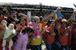 madres y niños en la cárcel de palmasola esperan al papa Francisco viaje a Ecuador, Bolivia y Paraguay julio 2015