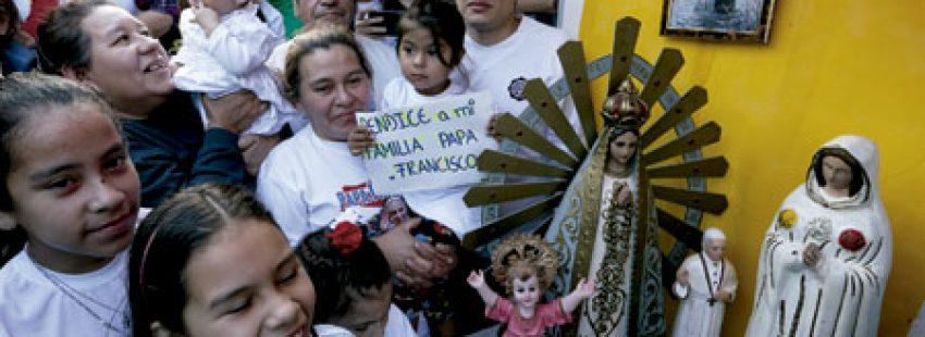 madres y niños en Paraguay esperan al papa Francisco viaje a Ecuador, Bolivia y Paraguay julio 2015