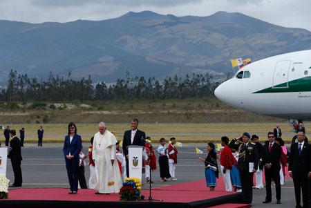 papa-francisco-llega-a-ecuador