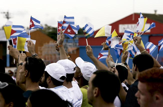 cubanos esperan a Francisco en el aeropuerto de La Habana 19 septiembre 2015