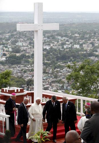 papa Francisco bendice la ciudad de Holguín, Cuba, desde la Loma de la Cruz 21 septiembre 2015