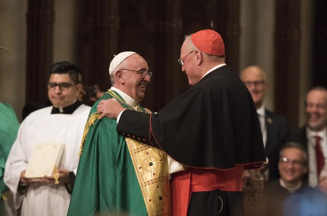 papa Francisco con el cardenal Timothy Donal,  vísperas con el clero, religiosos y religiosas en la Catedral de San Patricio de Nueva York 24 septiembre 2015