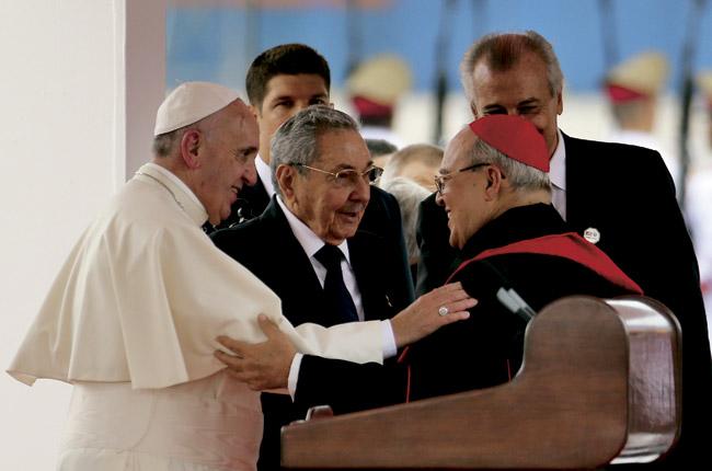 papa Francisco, Raúl Castro y cardenal Jaime Ortega llegada Papa 19 septiembre 2015