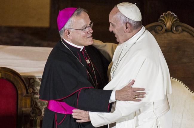 papa Francisco con el arzobispo de Filadelfia Charles Chaput 27 septiembre 2015
