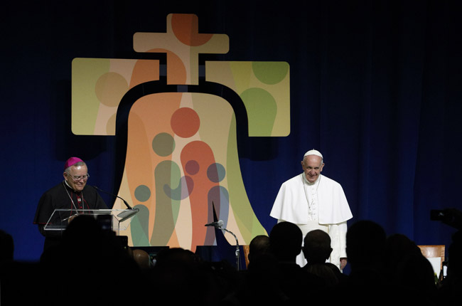 papa Francisco se despide de organizadores, voluntarios y benefactores del EMF en el aeropuerto Filadelfia 27 septiembre 2015