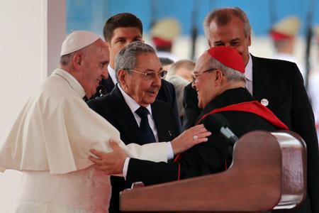 papa Francisco con Raúl Castro y cardenal Jaime Ortega a la llegada a La Habana 19 septiembre 2015 Viaje a Cuba