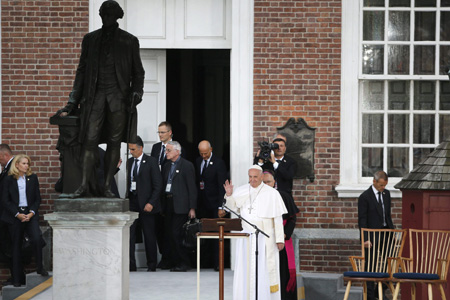 papa Francisco en el Independence Mall de Filadelfia para el encuentro con inmigrantes y sobre la libertad religiosa viaje a Estados Unidos 26 septiembre 2015