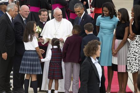 papa Francisco con el presidente Barack Obama y su familia a su llegada a Washington 22 septiembre 2015