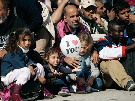 Un grupo de refugiados en Nickelsdorf (Austria)